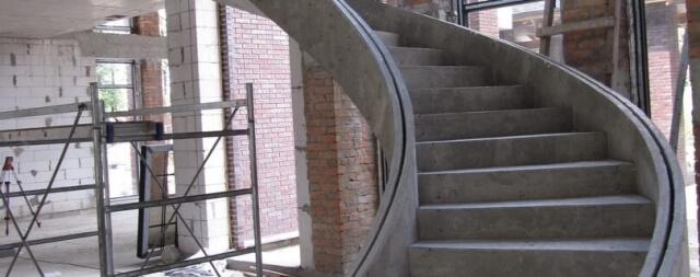 Лестница в частном коттедже