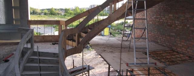 lestnitsa-v-ofise-kompanii-6