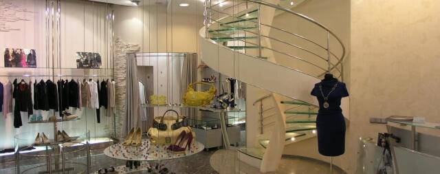Лестница в салоне-магазине