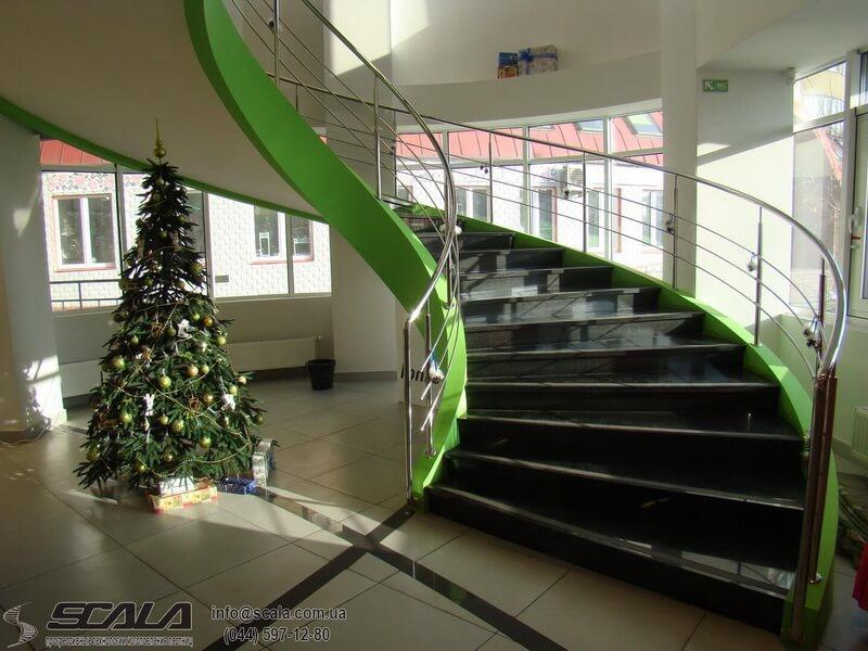 Монолитная лестница в салоне