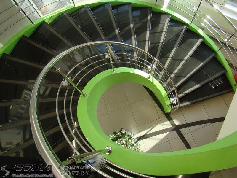 Монолитная лестница в магазине