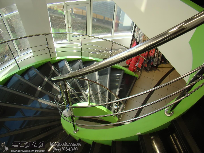 Монолитная лестница в салоне Экстрим стаил