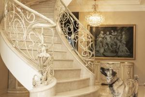 Мраморная дворцовая лестница
